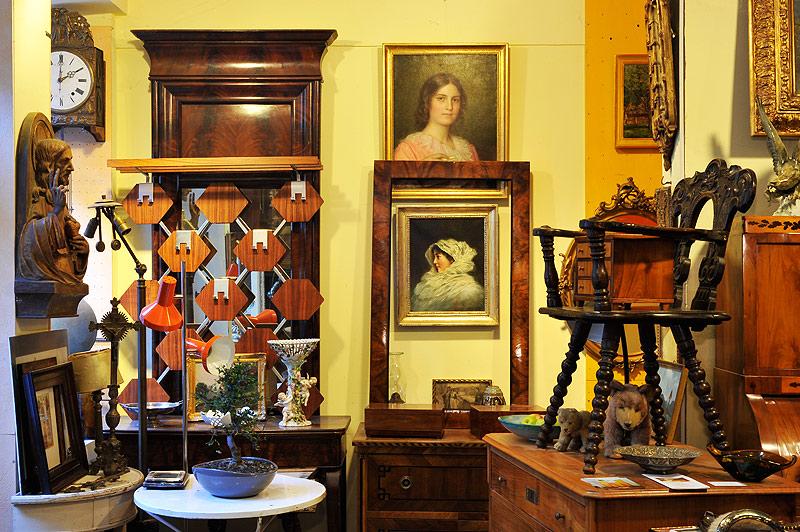 antiquit ten freiburg biedermeier schr nke thonet nu baum. Black Bedroom Furniture Sets. Home Design Ideas